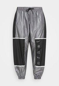 W NSW PANT WVN ARCHIVE RMX - Teplákové kalhoty - black/white