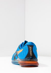 ASICS - GEL-QUANTUM INFINITY - Neutrální běžecké boty - electric blue/black - 3