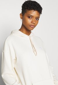 adidas Originals - TRFEOIL HOODIE - Sweatshirt - off-white - 3