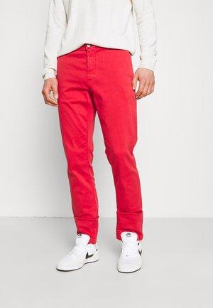 BENNI - Chino - vintage red