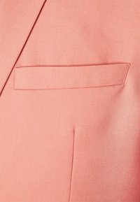 Isaac Dewhirst - THE FASHION SUIT NOTCH - Suit - coral - 10