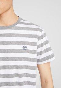 Timberland - STRIPED TEE - T-shirts print - medium grey heather - 5