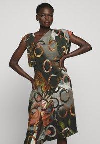 Vivienne Westwood - SLBROKEN MIRROR DRESS - Robe de soirée - multi-coloured - 3