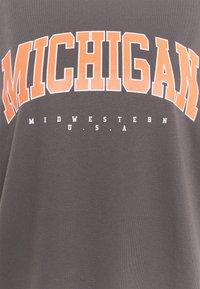 Missguided Plus - PLUS SIZE MICHIGAN SWEATER - Sweatshirt - grey - 2