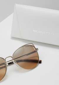 Michael Kors - ST. LUCIA - Sunglasses - lite goldcoloured - 3