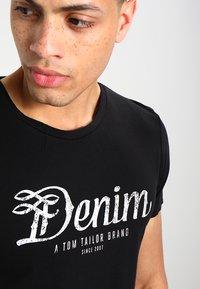 TOM TAILOR DENIM - CREWNECK TEE - T-shirt con stampa - black - 3