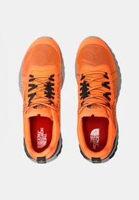 The North Face - M ULTRA SWIFT - Neutrala löparskor - shocking orange/black - 3
