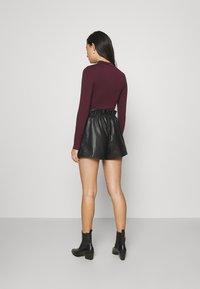 Miss Selfridge - PU PAPERBAG  - Shorts - black - 2