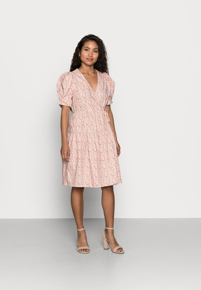 YASRICCA WRAP DRESS - Kjole - roseate spoonbill