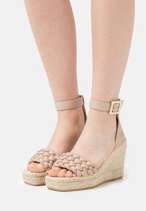 Sandály na platformě - nature