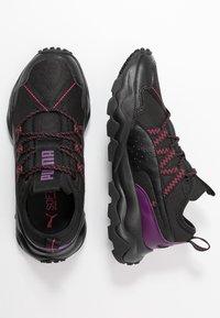 Puma - EMBER TRL - Obuwie do biegania Szlak - black/purple/nrgy rose - 1