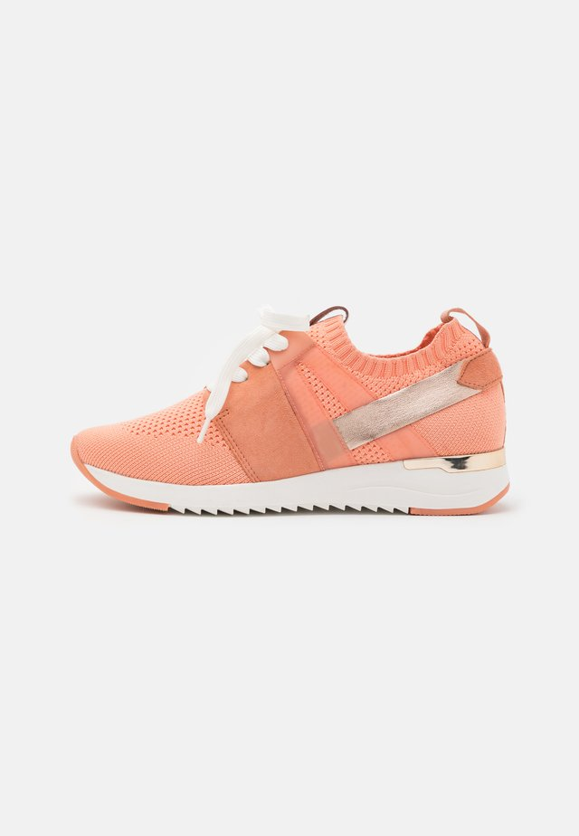 LACE UP - Sneakers laag - peach