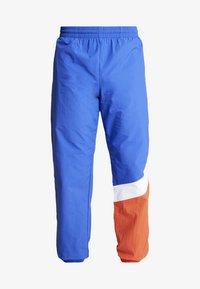 Mitchell & Ness - MIDSEASON PANT - Pantalon de survêtement - royal/orange - 4
