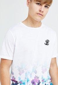 Illusive London Juniors - Print T-shirt - floral - 3