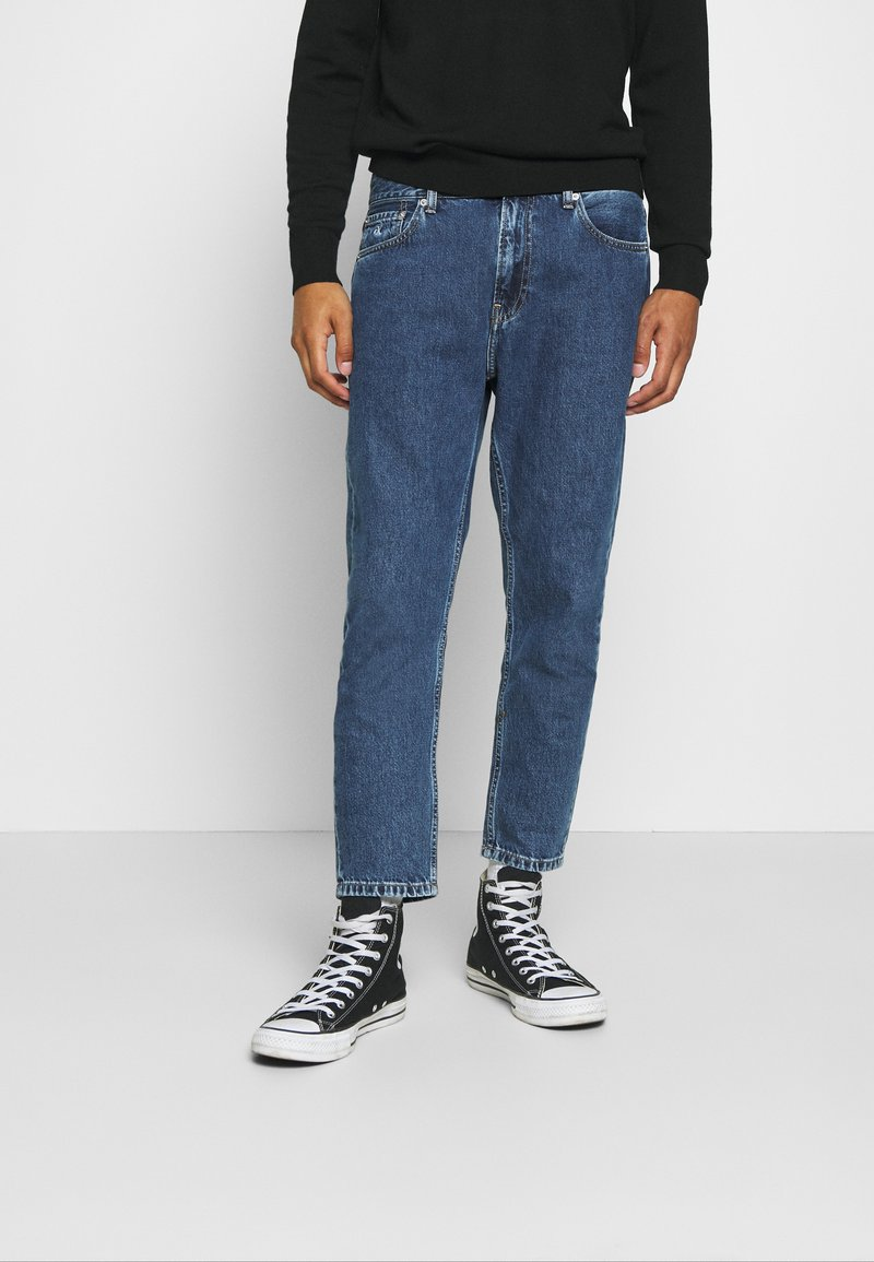Calvin Klein Jeans - DAD - Jeans Tapered Fit - mid blue