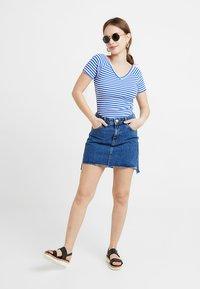 ONLY Petite - ONYLABELLA V NECK - Basic T-shirt - cloud dancer/dazzling blue - 1