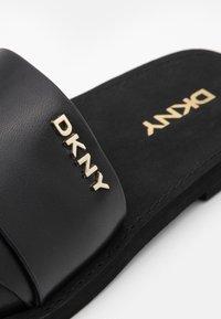 DKNY - SLIDE  - Sandaler - black - 6