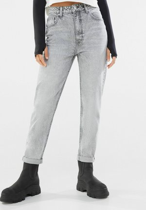 MOM FIT JEANS - Relaxed fit jeans - grey
