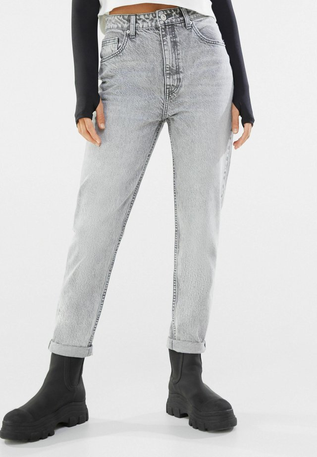 MOM FIT JEANS - Jeans baggy - grey