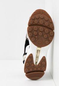MICHAEL Michael Kors - HARVEY - Platform sandals - nature/black - 6