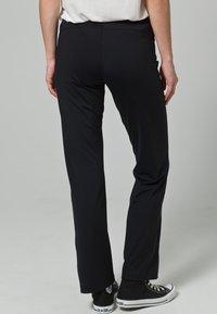 Venice Beach - JAZZY SHORT - Trousers - BLACK - 4