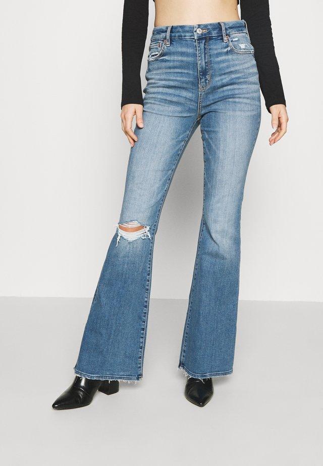 SUPER HI RISE - Flared jeans - cool hand blue