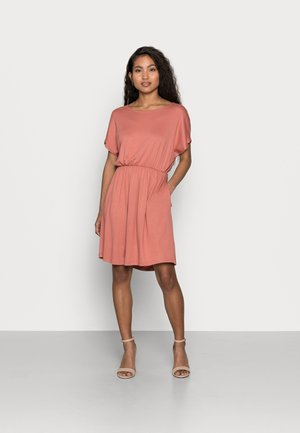 PCPETRINE DRESS - Jersey dress - canyon rose
