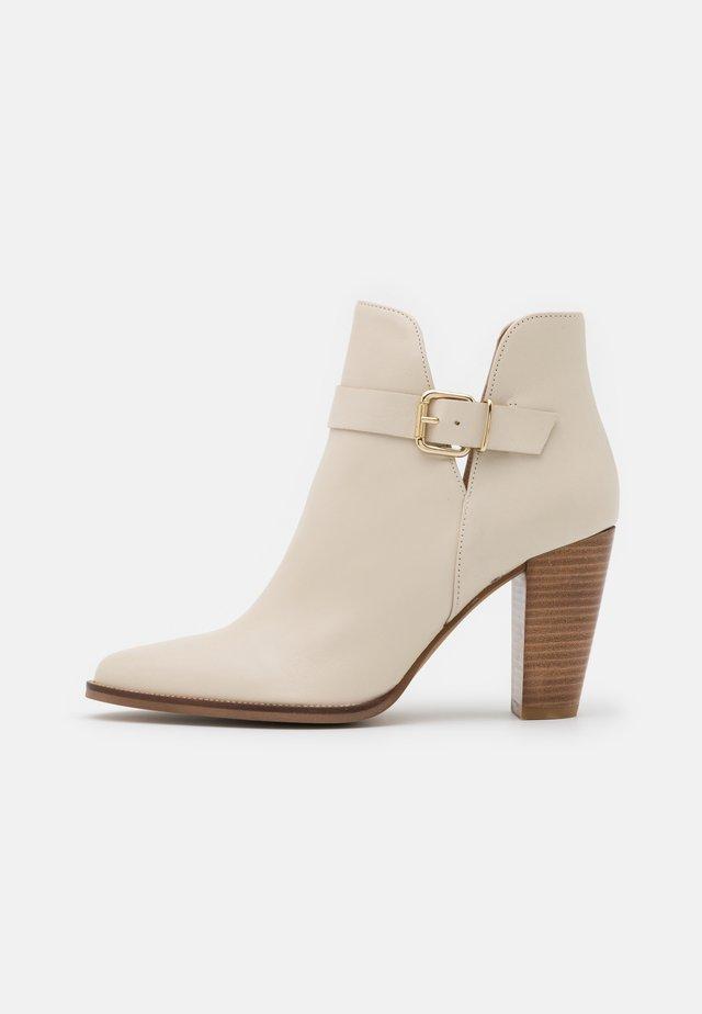 ALENHO - Kotníková obuv na vysokém podpatku - ivoire