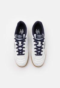 Umbro - SALA II LIGA - Indoor football boots - white/peacoat/capri breeze - 3