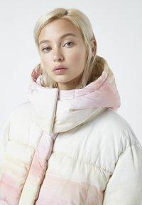 PULL&BEAR - Winter jacket - mottled purple - 3