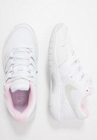 Nike Performance - AIR ZOOM PRESTIGE CARPET - Carpet court tennis shoes - white/photon dust/pink foam - 1