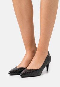 LIU JO - KATIA DÉCOLLETÉ  - Classic heels - black - 0