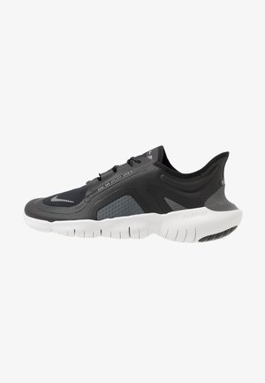 FREE RUN 5.0 SHIELD - Minimalist running shoes - black/silver/cool grey