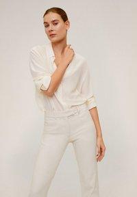 Mango - ALBERTO - Stoffhose - Cream white - 3