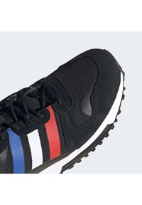 adidas Originals - ZX UNISEX - Zapatillas - core black/blue/red - 7