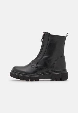Platform ankle boots - schwarz/altsilber
