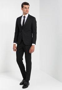 Tommy Hilfiger Tailored - Spodnie garniturowe - black - 1