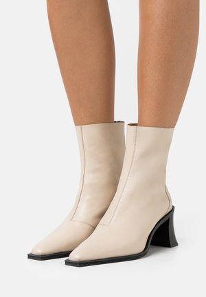 MONEY SMART BLOCK BOOT - Classic ankle boots - offwhite
