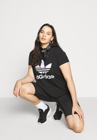 adidas Originals - TIGHT - Shorts - black/white - 3