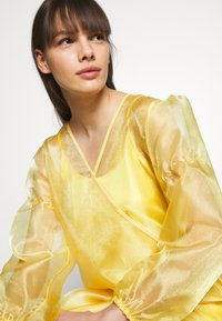HOSBJERG - ROCKET DRESS - Day dress - yellow - 4