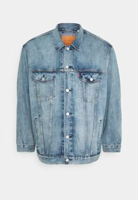 Levi's® Plus - BIG TRUCKER - Veste en jean - light-blue-denim - 3
