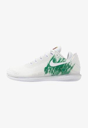 AIR ZOOM VAPOR X - Multicourt tennis shoes - white/clover/gorge green