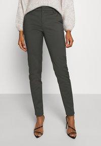 Vero Moda - VMLEAH CLASSIC PANT - Trousers - peat - 0
