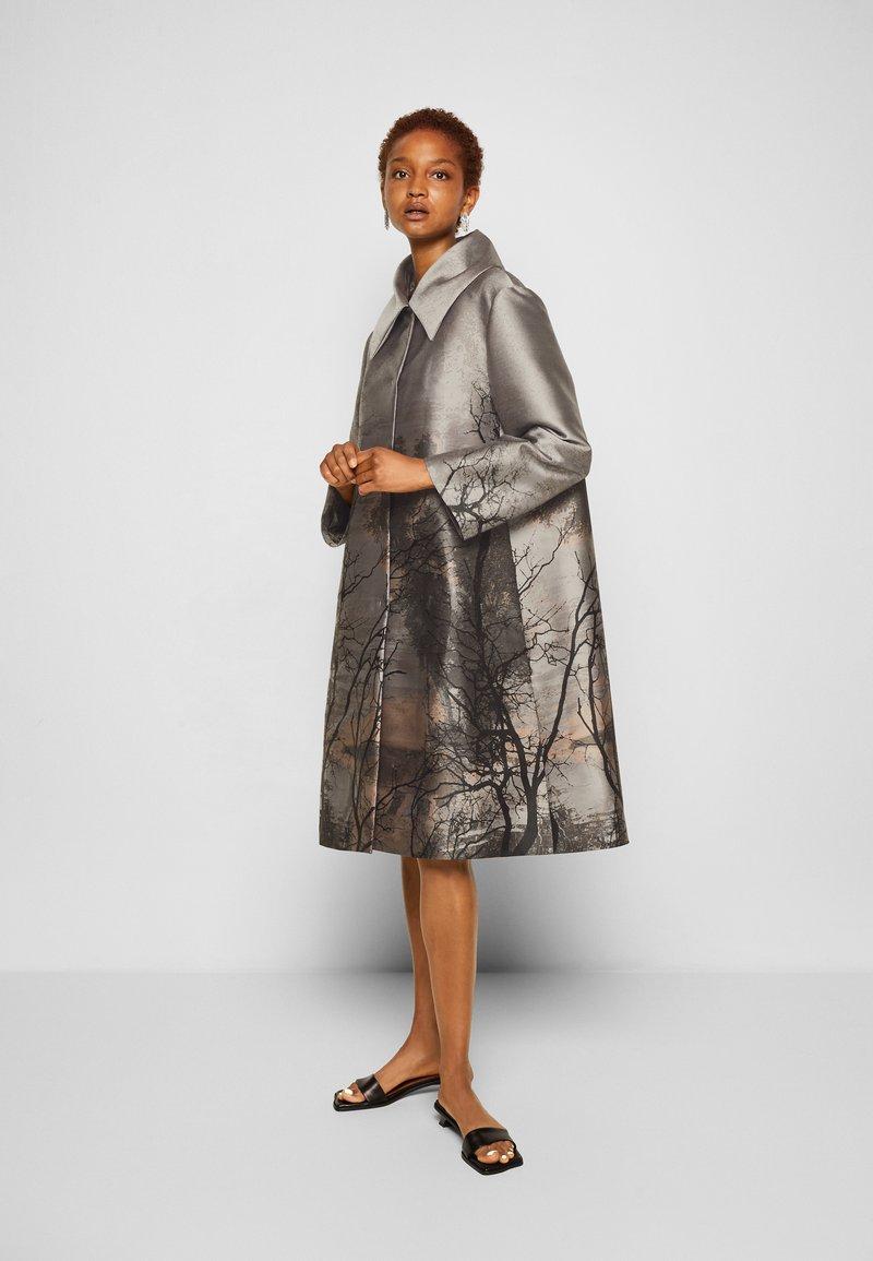 Alberta Ferretti - TRENCH COAT - Klasický kabát - grey