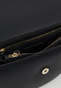 Valentino by Mario Valentino - BIGS - Across body bag - black - 3