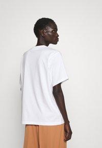 Victoria Victoria Beckham - PROUD & WANNABE YOUR LOVER - Print T-shirt - white - 2