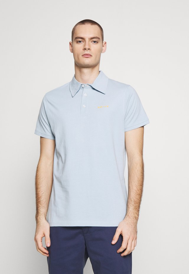 NEMILO TEE - Pikeepaita - light blue