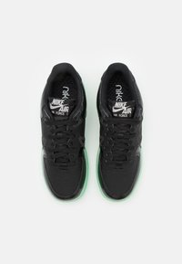 Nike Sportswear - AIR FORCE 1 REACT LV8 AS UNISEX - Matalavartiset tennarit - black/barely green - 3