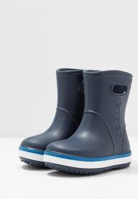 Crocs - CROCBAND RAIN BOOT - Holínky - navy/bright cobalt - 3