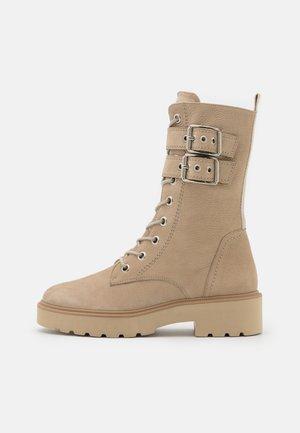 Platform boots - almond